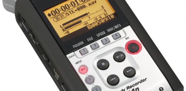 Digitalrekorder als zweites Mikrofon im Radiokoffer-Studio